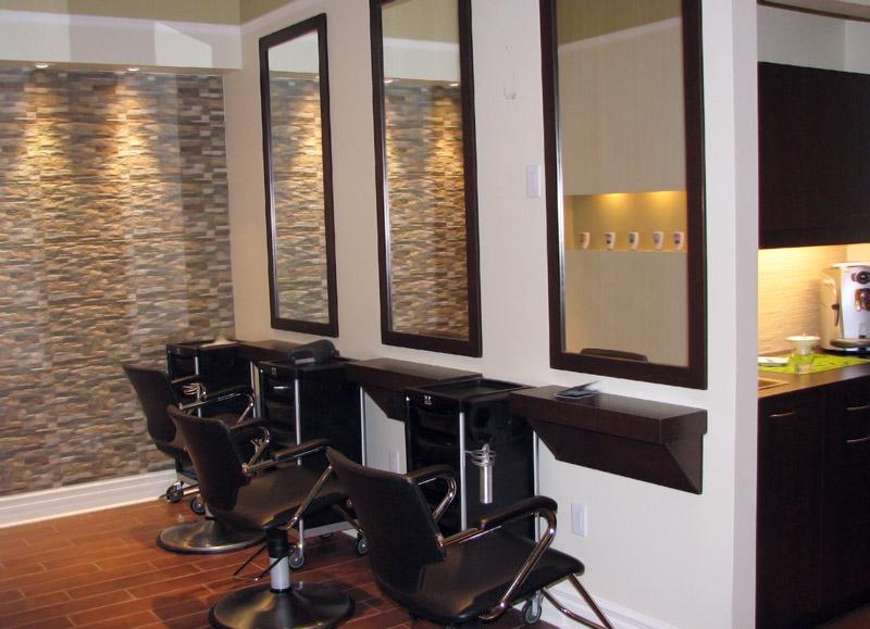 Mission style et distinction coiffure - Salon design for small spaces decor ...